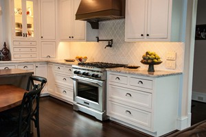 KITCHEN BACKSPLASH - GLAZZIO VERSAILLES SERIES WHITE TULIP